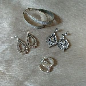 Beautiful fashion earings! 4 pairs!